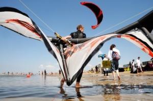 Kiten op het strand van Noordwijk